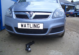 Front push towbar next to a Zafira